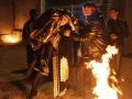 新郎在火旁舉起新娘三次