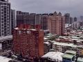 新大樓、舊公寓雜陳的市容
