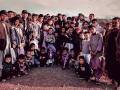 哈薩格與當地村民合影